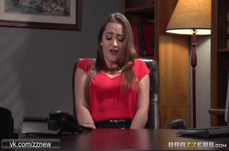 Monique Alexander посреди офиса трахается в задницу