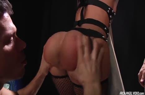 Jada Stevens в секс наряде дрючится в секс костюме