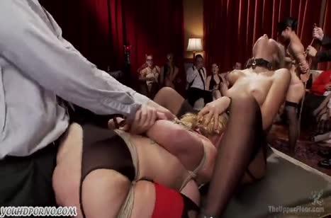 Блондинистые шлюшки устроили БДСМ групповое порно №2