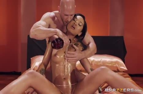 Масляная Honey Gold жестко шпилится на большом члене
