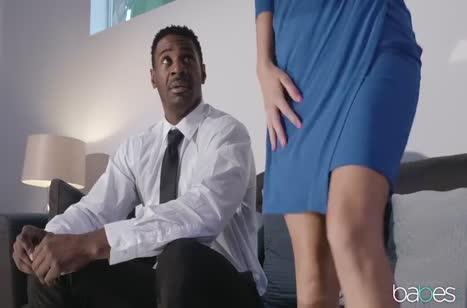 Tara Ashley хорошо подготовилась к сексу с негром