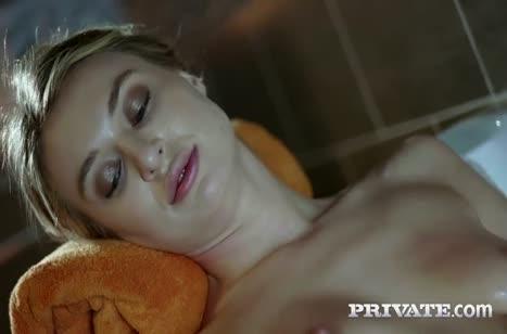 Худышку Francesca Dicaprio посадили на два пениса