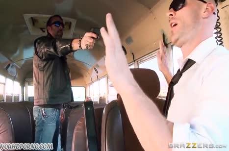Грудастая сучка Marsha May соблазнила на секс водителя автобуса №2