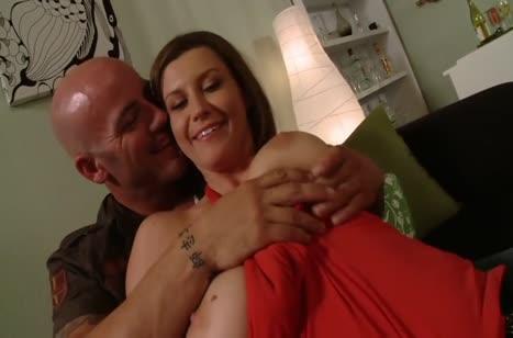 Симпатичная Sara Stone отчаянно спаривается с лысым мужем