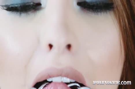 Милую Lara Duro в чулках удивили большим хером